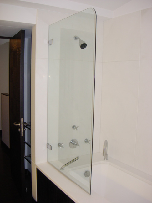 paroi vitree baignoire maison design. Black Bedroom Furniture Sets. Home Design Ideas